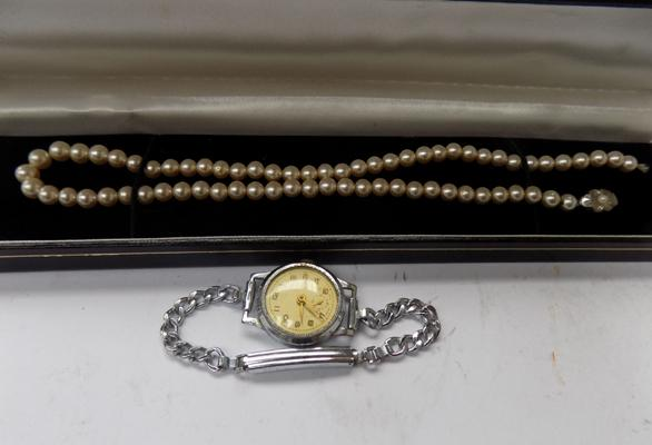 Vintage ladies watch with set of pearls with silver clasp