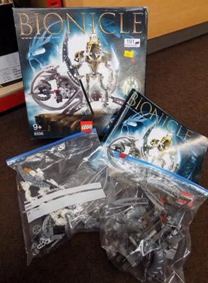 Lego Bionicle 8596 complete with instructions & 2 spare masks