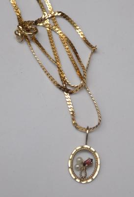 9ct gold chain & 9ct pearl & garnet pendant 15 inches