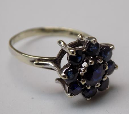 9ct Gold sapphire cluster ring size M1/2