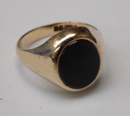 9ct Gold gent's blood stone signet ring size Q1/2
