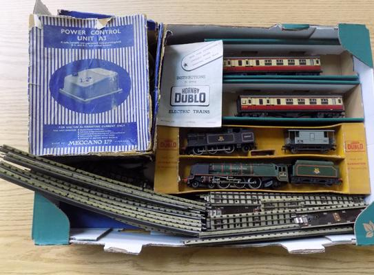 Selection of vintage Hornby track & accessories etc