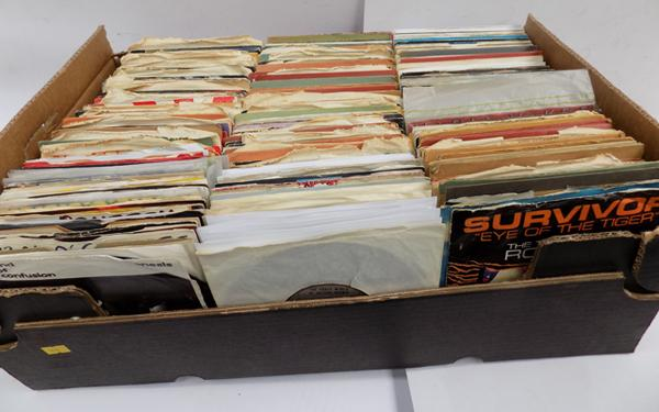 Box of singles, approx. 500