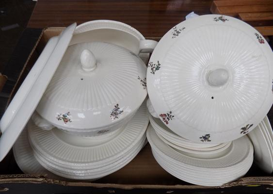 Box of Conway, Wedgwood Edme part dinner set