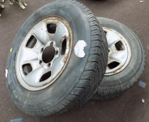 Two 4x4 wheel & tyres 215/70/R16 + 215/65/R16