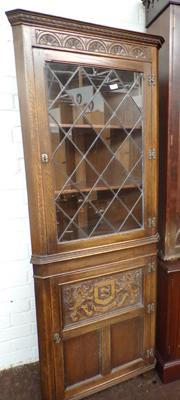 Corner cabinet with carving