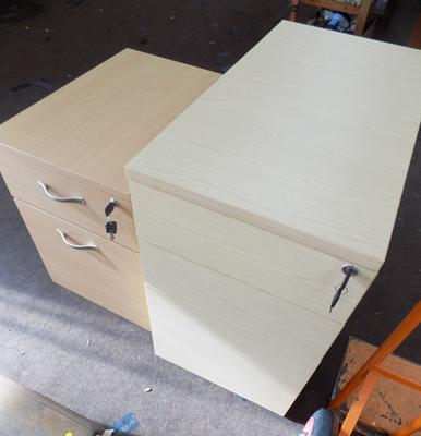 2x Lockable cabinet drawers
