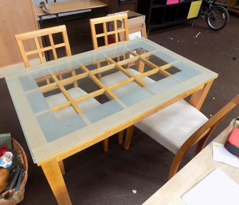 Table and 3 chairs - glass top