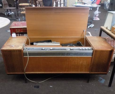 Vintage Decca record player/radiogram with records