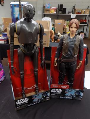 "2 Star Wars 18"" and 20"" figures"