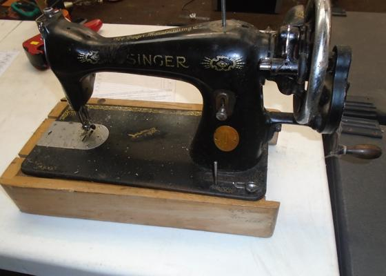 Singer hand sewing machine-damage to stand
